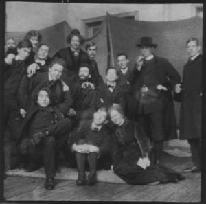 Från Konstnärsförbundets skola i Stockholm. Birger Simonsson med skägg i mitten av gruppen.